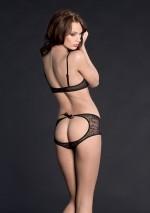 Lys naked shorty with a bowVilla des lysMaison Close